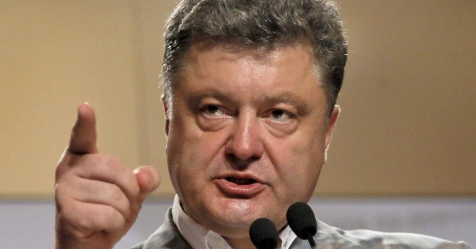 26.mai.2014 - O candidato à presidência da Ucrânia, Petro Poroshenko, concede entrevista coletiva em Kiev após reivindicar vitórias nas urnas. Com mais da metade dos votos apurados, o oligarca se confirma como novo presidente, com 53,86% dos votos. O