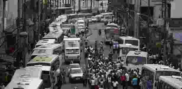 Motoristas de ônibus fazem greve nesta terça-feira (27) em Salvador - Raul Spinassé/Agência A Tarde