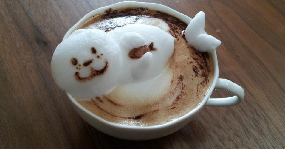 28.mai.2014 - As recriações de personagens de desenhos animados e outras inspiradoras figuras com a espuma de café com leite têm chamado a atenção do público na internet.O método de usar a espuma do leite vaporizado para criar obras sobre o café surgiu na Itália, na década de 80. Com os avanços tecnológicos, as microespumas ficaram mais rígidas e permeáveis, possibilitando a arte em 3D