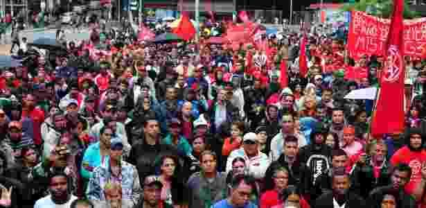 Militantes do MTST protestam no centro da capital paulista nesta quarta-feira (28) - Cris Faga/Fox Press Photo/Estadão Conteúdo