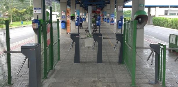 Terminal do Norte de Florianópolis ficou totalmente vazio com greve de rodoviários nesta quarta-feira - Renan Antunes de Oliveira/UOL