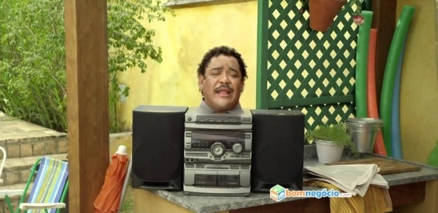 Cena do comercial do site de classificados com o cantor Compadre Washington - Reprodução