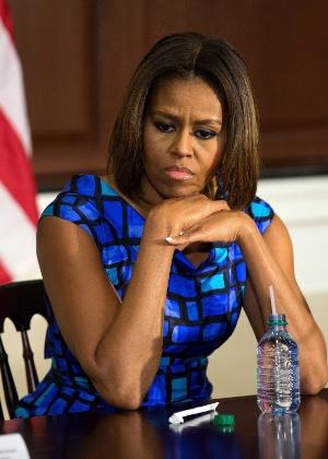 Michelle Obama se reúne com especialistas em nutrição escolar, na Casa Branca, em Washington. A primeira-dama se manifestou contra o projeto a ser votado no Congresso norte-americano que deixaria escolas fora do programa federal que estabelece limites de sódio, gordura e calorias na merenda escolar