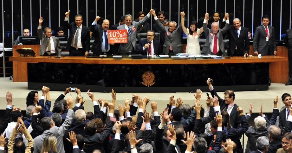 3.jun.2014 - Deputados aprovam texto final do PNE, que segue para sanção da presidente Dilma Rousseff