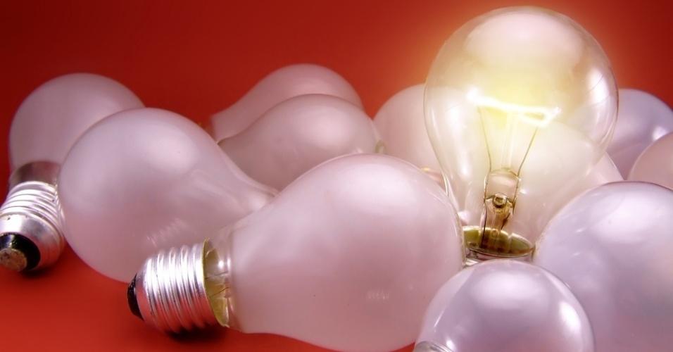 mídia indoor, brasil, cotidiano, internacional, economia, luz, energia, apagão, blecaute, eletricidade, ideia, iluminação, invenção, lâmpada, solução, descoberta, pensar