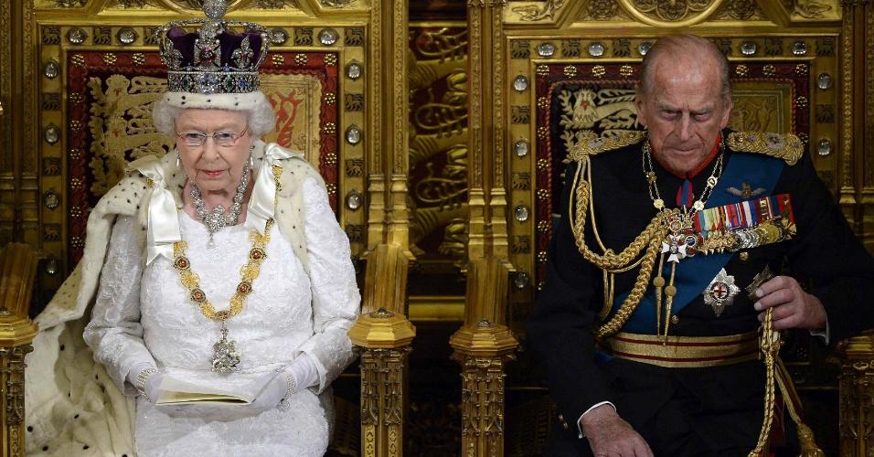 4.jun.2014 - A rainha britânica Elizabeth 2ª, 84, realizou nesta quarta-feira (4) o tradicional discurso para a abertura do ano parlamentar, o