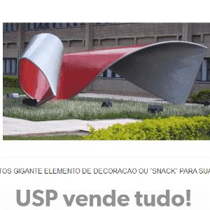 """O """"baconzitos gigante"""" fica em frente à FEA (Faculdade de Economia Faculdade de Economia, Administração e Contabilidade), na Cidade Universitária em São Paulo. A escultura que tem 5 metros de altura foi uma doação da renomada artista plástica Tomie Ohtake no aniversário de 60 anos da escola. No Tumblr """"USP vende tudo"""", internautas fazem piada com crise financeira na USP - Reprodução/uspvendetudo.tumblr.com"""