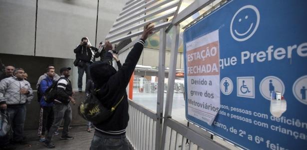 Empresa pode descontar falta por greve de transporte, mas não é a prática - Chico Ferreira/Reuters