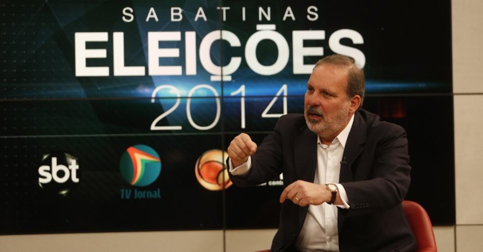 5.jun.2014 - O senador Armando Monteiro (PTB), candidato ao governo de Pernambuco, participa de sabatina promovida pelo SBT, TV Jornal, UOL e Folha de S. Paulo para eleição em 2014.