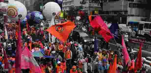 6.jun.2014 - Trabalhadores ligados à Força Sindical fazem protesto na avenida Paulista - J. Duran Machfee/Futura Press/Estadão Conteúdo