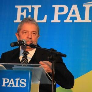 """O ex-presidente Luiz Inácio Lula da Silva faz palestra no fórum """"Desenvolvimento, inovação e integração regional"""", em Porto Alegre, no Rio Grande do Sul, nesta sexta-feira (6). Pesquisa Datafolha concluída nesta quinta-feira (5) mostra que, se fosse candidato, ele teria 44% dos votos totais"""
