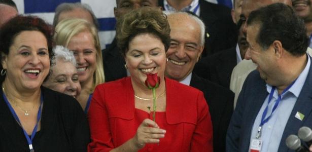 10.jun.2014 - Ao lado de Carlos Lupi, presidente nacional do PDT (dir.), a presidente Dilma Rousseff participa de convenção da sigla