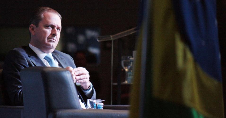 10.jun.2014 - O presidente nacional do PSB, Eduardo Campos, participa de ciclo de debates com presidenciáveis na Amcham (Câmara de Comércio Americana no Brasil), em São Paulo, na manhã desta terça-feira (10). Em palestra, ele criticou os partidos de seus principais adversários na disputa eleitoral e disse que PT e PSDB não oferecem mais esperança ao Brasil