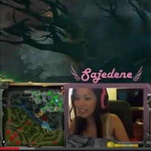 Transmissão em tempo real destacava o jogo, mas Nikki Elise aparecia no canto inferior da tela - Reprodução/YouTube