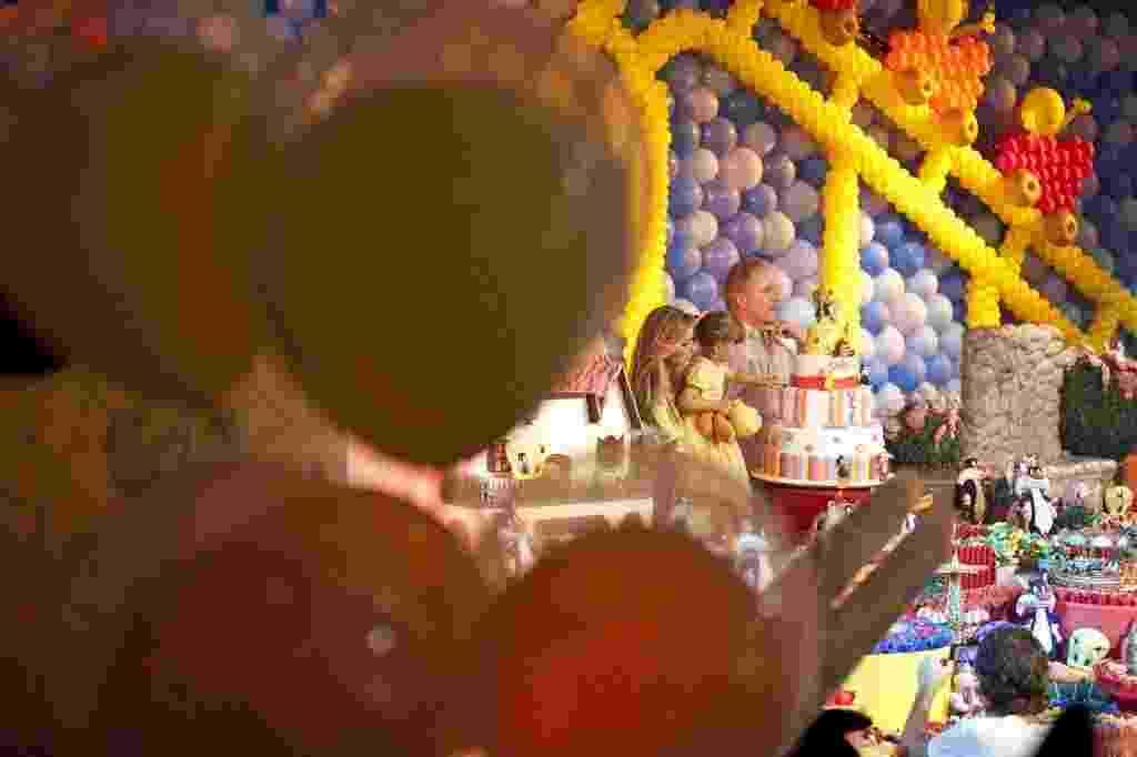 5.ago.2012 - Festa de aniversário de três anos de Rafaella Justus, filha do empresário Roberto Justus e da apresentadora Ticiane Pinheiro no Hopi Hari - Simon Plestenjak/Folhapress
