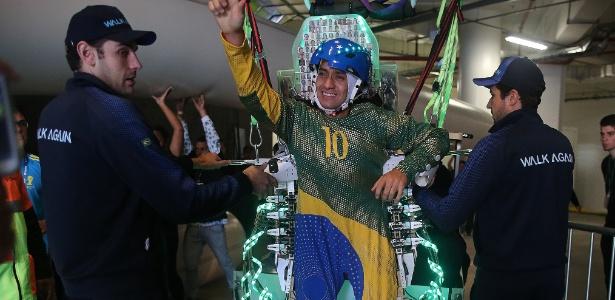 Brasileiro que deu o chute usando o exoesqueleto na abertura da Copa - Reginaldo Castro/Estadão Conteúdo