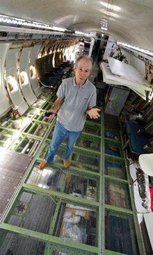 13.jun.2014 - Foram US$ 218 mil (cerca de R$ 486 mil) para que Bruce Campbell, 64, transformasse o Boeing 727 acima em uma casa em Portland, no Estado do Oregon (EUA). É no avião que o engenheiro elétrico mora há 15 anos. Juntos, cabine e o cockpit garantem 100 m² de área útil para Campbell morar