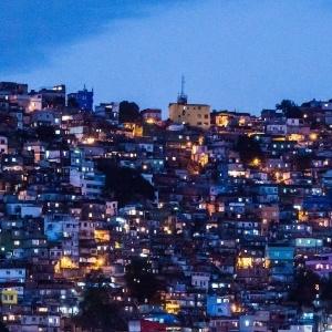 Homem suspeito de agredir bebê é linchado na Rocinha - Brasil - BOL ... 7457d02787fdd
