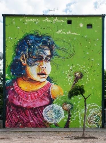 """Grafite chamado """"Nuestros hijos"""" (Nossos filhos, em tradução livre) feito pelo artista Jamberta é exposto no museu a céu aberto em San Miguel, em Santiago (Chile)"""