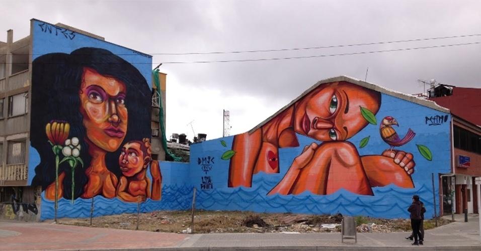 """Grafite intitulado """"Personajes"""" (Personagens), feita pelos artistas Entes e Pésimo, é exposta em Bogotá (Colômbia)"""