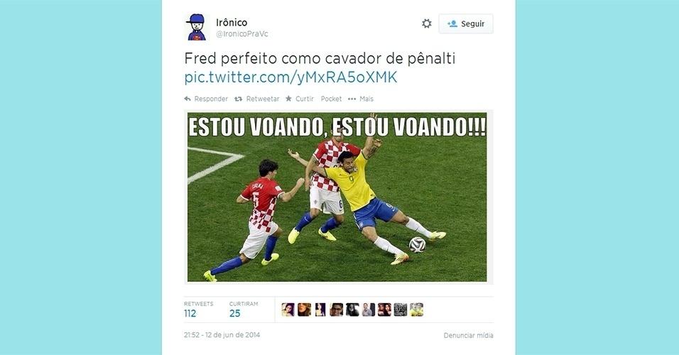 Internautas aproveitam estreia no Brasil na Copa do Mundo para fazer piadas. Na imagem, o alvo foi o atacante Fred, que simulou um pênalti, marcado pelo árbitro da partida