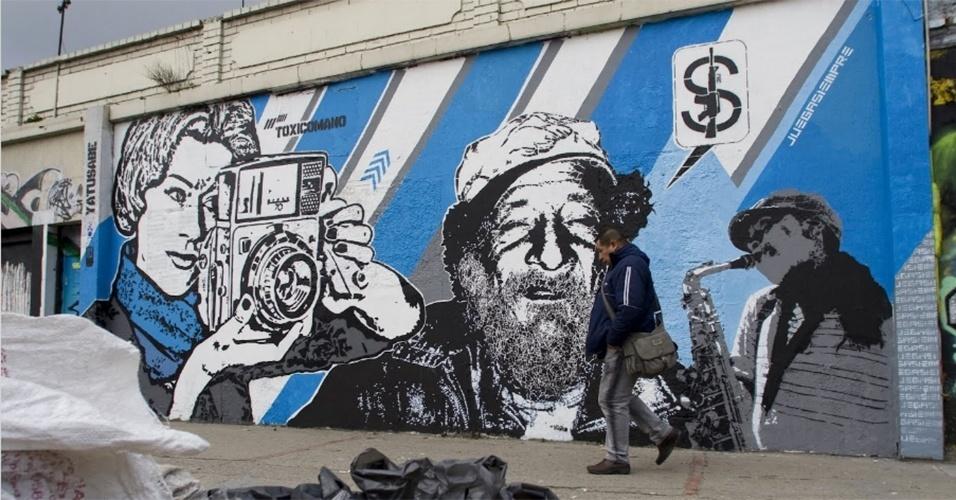 """Obra feita pelos artistas Toxicómano e DjLu em Bogotá (Colômbia). O nome do grafite é """"Cultura Calle"""" (cultura de rua)"""