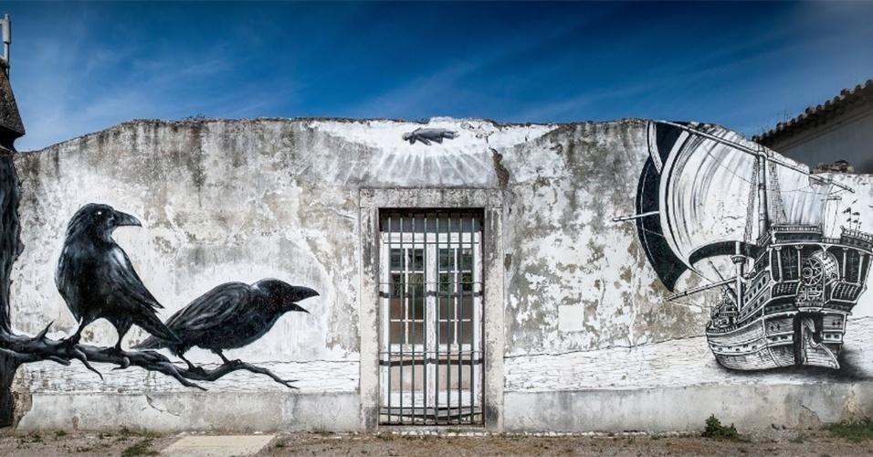 """Obra intitulada """"A Barca"""" feita pelo artista Mosaik na região de Campo Grande, em Lisboa (Portugal)"""
