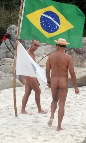 15.jun.2014 - A Praia de Abricó, trecho da orla do Recreio dos Bandeirantes (zona oeste do Rio de Janeiro) destinado à prática do nudismo, ganhou novos visitantes com o início da Copa do Mundo