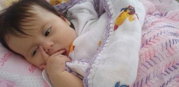 Menina Sofia Lacerda sofre de síndrome de Berdon, doença rara que afeta o sistema digestivo, e precisa de um transplante que não é realizado no Brasil - Divulgação/Campanha Ajude a Sofia