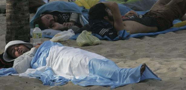 No Rio, argentinos dormiram até nas areias da praia de Copacabana depois da vitória sobre a Bósnia