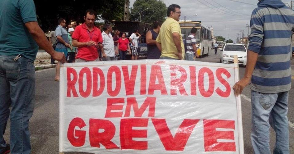 16.jun.2014 - Rodoviários estão percorrendo as principais avenidas de Natal para pressionar o reajuste salarial da categoria, que pede 16% de aumento nos salários