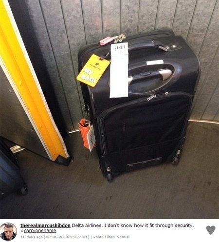 O objetivo de Spuld Hilton, criador da campanha que ridiculariza os exagerados da mala de mão (http://zip.net/bpnJQq), é expor o desrespeito com outros passageiros. ''De quem é a culpa? Do passageiro que ignora as regras da linha aérea, ou a linha aérea que não as reforça? Devemos chamar atenção para os dois'', afirma Hilton, responsável pelo blog ''Bad Latitude''