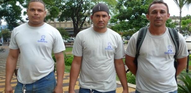 Da esquerda à direita, os operários Rafael Rocha Gomes, José Edval da Silva e Evaldo Barbosa Araújo, que disseram ter sido submetidos a maus-tratos na construção da usina Biocom, da construtora Odebrecht - BBC Brasil