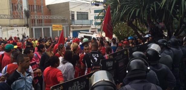Policiais do Batalhão de Choque protegem a entrada do Secovi, que fica na Vila Clementino, zona sul da capital paulista - Divulgação/Facebook