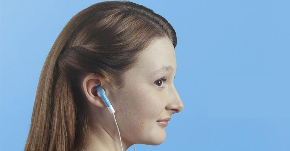 20.jun.2014 - A empresa canadense Sprng criou um acessório para quem não consegue encaixar os fones EarPod, da Apple, de forma confortável no ouvido. Ao comprar um par do produto, que leva o mesmo nome da empresa, o usuário deve encaixar o fone neles e utilizar a trava para fixar o dispositivo na cartilagem da orelha. O acessório é vendido no site da Sprng por US$ 10 e está disponível em várias cores