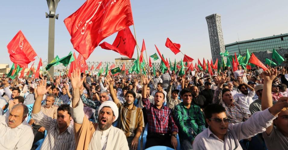 24.jun.2014 - Iranianos vão às ruas de Teerã em apoio ao governo do Iraque
