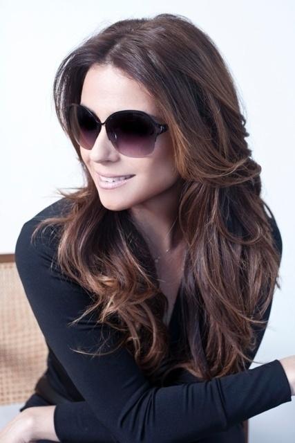 A atriz Giovanna Antonelli também assina uma linha de óculos de sol da Triton Eyewear