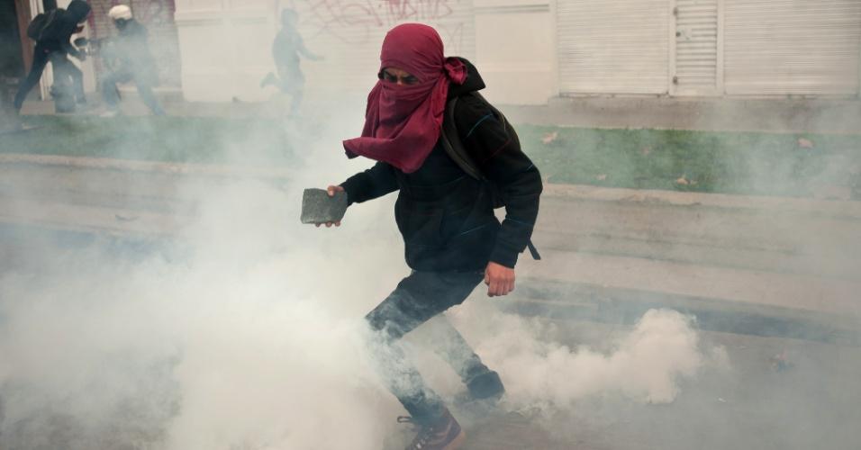 25.jun.2014 - Estudantes e professores chilenos protestam, nesta quarta-feira (25), nas ruas de Santiago. As exigências são as mesmas das manifestações que começaram em 2011: uma educação pública, gratuita e de qualidade