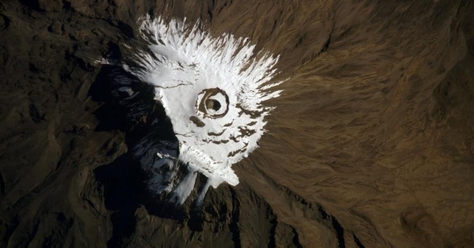 27.jun.2014 - Nasa divulga imagem do monte Kilimanjaro, na Tanzânia, visto do espaço. O monte é considerado a maior montanha na África, com 6.000 metros de altitude