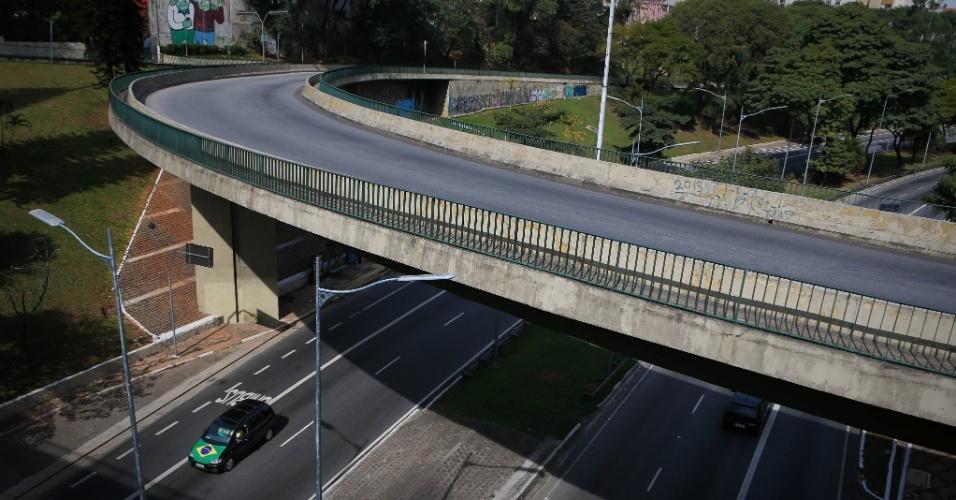 28.jun.2014 - A avenida 23 de Maio, na zona sul de São Paulo, fica praticamente vazia durante a partida do Brasil contra o Chile, nas oitavas de final da Copa do Mundo Fifa 2014, neste sábado (28). O jogo acontece no estádio do Mineirão, em Belo Horizonte