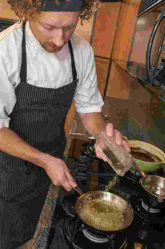 Payton Curry é um chef que ensina receitas com maconha e alimentos saudáveis para potencializar os benefícios da erva ao organismo e no tratamento de doenças como o câncer Ele é de Scottsdale, no Estado do Arizona (EUA) - Gary Williams/EFE