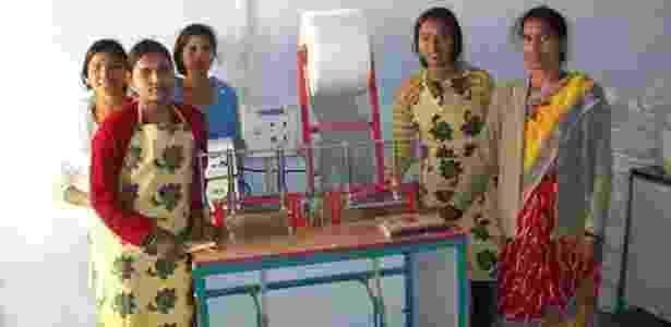 Funcionárias de fábrica indiana de absorventes - Jayashree Industries/BBC - Jayashree Industries/BBC
