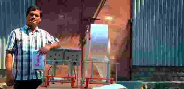 O indiano Arunachalam Muruganantham criou uma fábrica de absorventes higiênicos mais baratos  - Amit Virmani/BBC - Amit Virmani/BBC