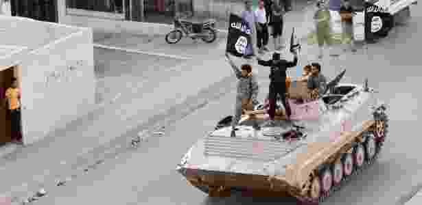 30.jun.2014 - Militantes do Estado Islâmico na época da expansão sobre Raqqa - Reuters