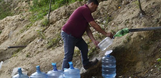 30.jun.2014 - Seis milhões de habitantes em Caracas, na Venezuela, há dois meses sofrem um com um severo racionamento de água em um país de grandes reservas hídricas, entre as quais o rio Orinoco, um dos de maior vazão da América