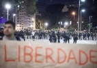 Polícia prende advogados que debatiam sobre protestos contra a Copa (Foto: Rodrigo Dionisio/ Frame/ Estadão Conteúdo)