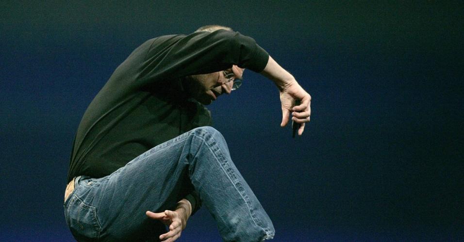 Diversão complexa. Durante seis meses, no desenvolvimento do iPhone, Steve Jobs passava algumas horas por dia ajudando a refinar a exibição de conteúdo na telinha do celular. ''Foi a diversão mais complexa que tive na vida. Era como criar variações sobre [a música dos Beatles] Sgt. Pepper''