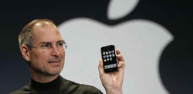 Iphone foi apresentado por Jobs em janeiro de 2007 e chegou às lojas em junho do mesmo ano