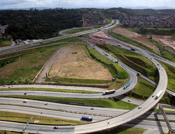 Obras de construção no rodoanel Mario Covas, onde estão algumas das áreas verdes que saíram do zonas protegidas pela Lei do Zoneamento