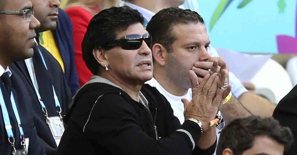 21.jun.2014 - Diego Armando Maradona assiste ao jogo Argentina-Irã pelo grupo F da Copa do Mundo, no estádio Mineirão, em Belo Horizonte